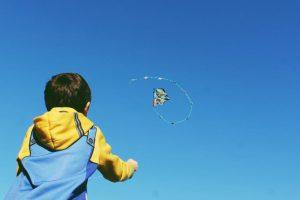 Cómo enseñar a tu hijo a volar un a cometa