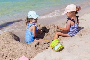 Juegos divertidos para niños en la playa