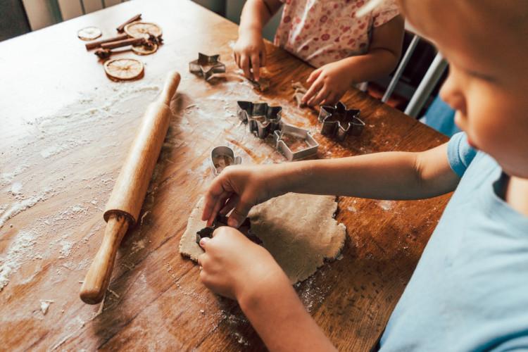 enseñar a los niños a manejarse en la cocina
