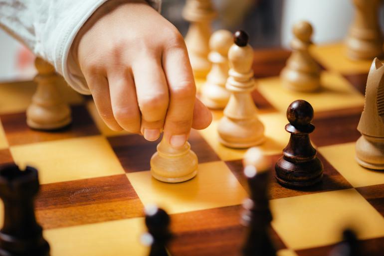 enseñar a tu hijo a jugar al ajedrez
