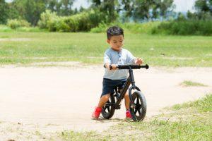 enseñar a tu hijo a montar en bici