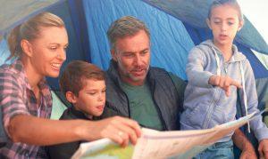 familia planificando su viaje