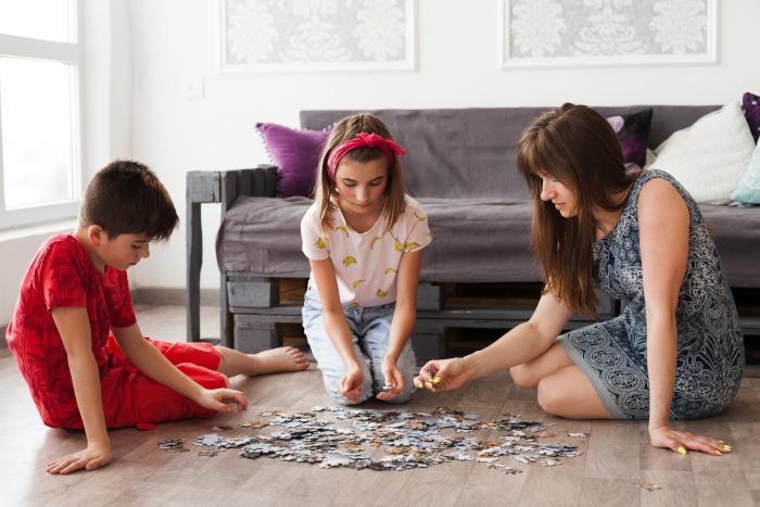 montar puzzles en familia