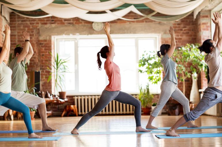 postura de yoga El guerrero