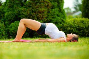 postura de yoga el puente