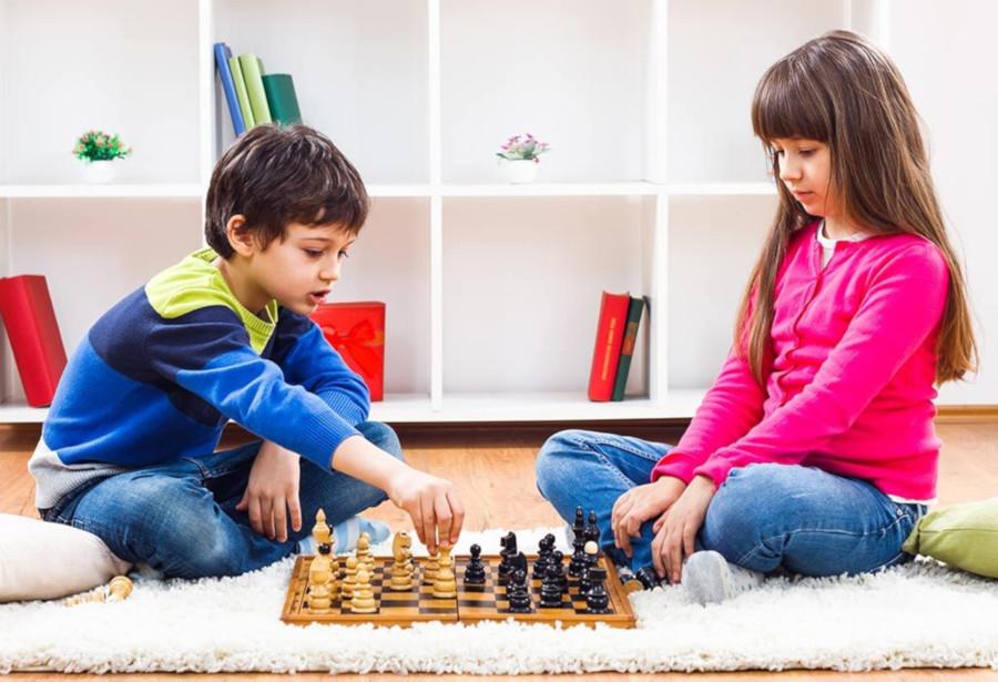puede ayudar a los niños jugar al ajedrez