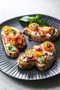 tostadas de tomate y ricota